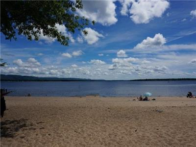 Sandy Beachfront Paradise in Constance Bay (20 minutes to Kanata)