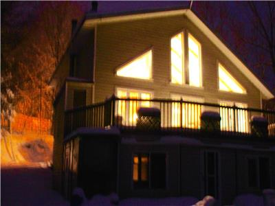 Villa Lachute, close to Hawkesbury, Montreal and Ottawa. Waterfront cottage offers Saune and Hottub