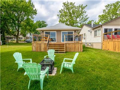 Crystal Bay Getaway on shores of Lake Erie **GREAT DECK, SLEEPS 8**