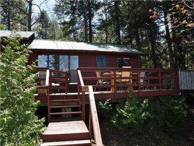 Big Hawk Lake - Beautiful cottage with west exposure on deep clean lake