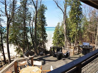 Lake Huron Beach House, Private Beach Steps From Deck