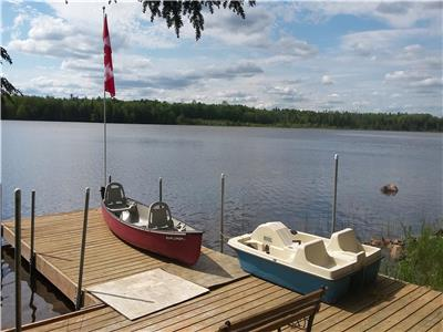 Lake Front 4Season 1.5Hr from GTA Renovated in 2017 Private Quiet No Motorized Boat 2 Portable A/Cs