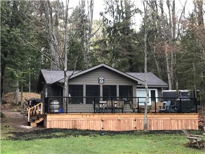 WINTER and SUMMER Now Booking. Beautiful two bedroom cottage in Baysville for rent with new deck !