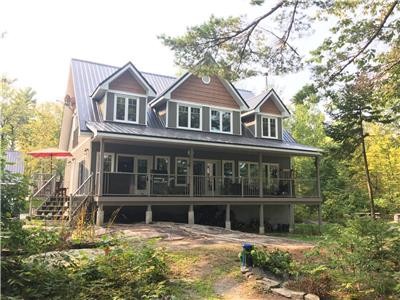 Rally's End Luxury Cottage on Beautiful Six Mile Lake - under 2 hours from Toronto