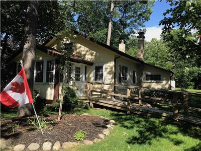 Woodward Grand Bend Cottage! Large Lot in central Grand Bend!