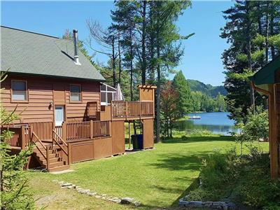 4-Season Lakefront Cottage in Val-des-Bois - 1 hour from Downtown Ottawa/Gatineau
