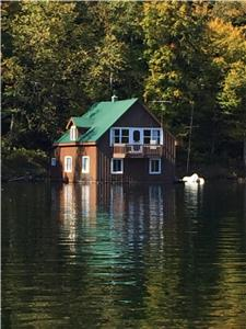 Waterfront (boathouse) cottage on Lake Papineau
