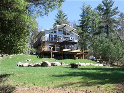 CLE's Lakefront Cottage for rent on Hurd's Lake Renfrew/Calabogie Sleeps 8 Maximum 6 adults