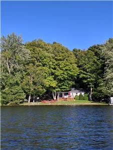 Buckhorn Lake(upper) Waterfront cottage (Mapelot2)- 3 bed w/guest bunkie- July still avail.