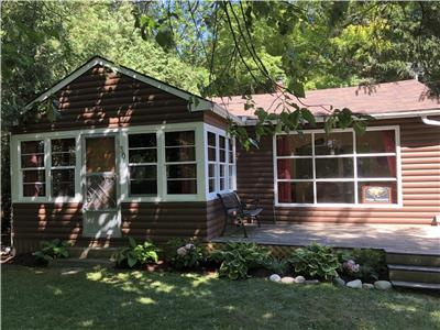 Our Happy Hideaway- Quaint Cottage near Goderich & Bayfield