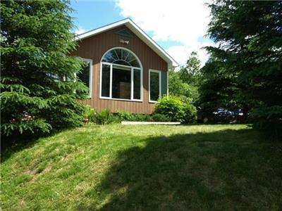 Lakefront  6 bedroom cottage in Picturesque Mont Tremblant