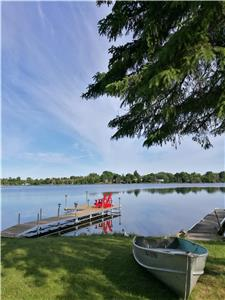 Fabulous Water Front 5 bedrm Cottage in Kawartha Lakes (430ft deep large site & big Dock, AC & WiFi)