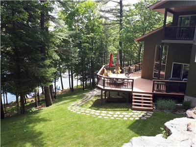 Haliburton Private Waterfront 18 acre 6 BR 900' Shoreline