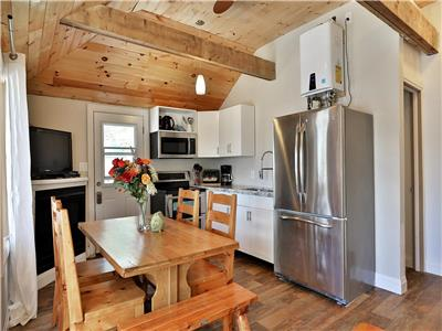 WEEKLY ONLY JULY/AUGUST Muskoka, Magnetawan , renovated waterfront cottage, sleeps up to 6