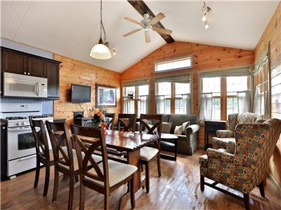 WEEKLY ONLY JULY/AUGUST Muskoka, Magnetawan 3 Bedroom Cottage that sleeps 8 with jaccuzi, dishwasher