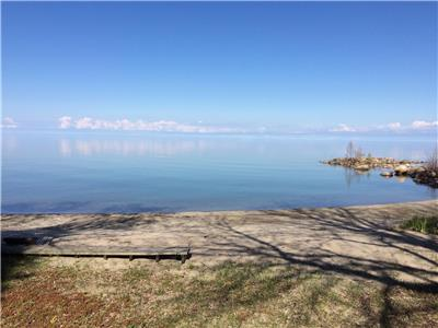 Meaford Waterfront Sunrise 2 with HOT TUB/ WEEKLY RENTALS ONLY