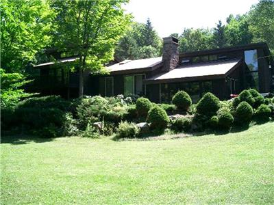 Horseshoe Lake - Templar Cottage - Very private cottage on 32 acres with 200 feet of shoreline