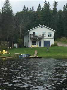 White Cottage Burk's Falls-On the picturesque Magnetawan River-X-MAS special Dec 20-26 $1000