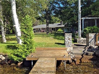 Create lasting family memories on beautiful Kashagawigamog Lake