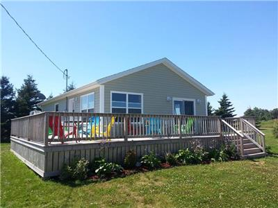 Tunes 'n Dunes - beautiful cottage on Thunder Cove Beach (sleeps 8 with WIFI)