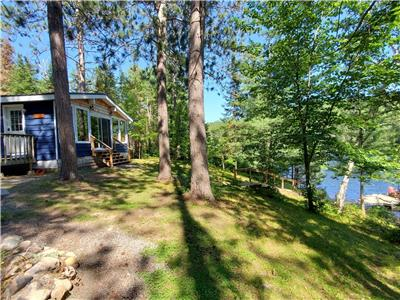 Charming Sapphire Cottage, Waterfront, 4-Season, *Saturday-Saturday Weekly Rentals*