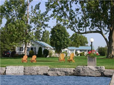 Sunrise Cottage Resort:Waterfront Cottage Resort on West Lake,minutes to Sandbanks Provincial Park