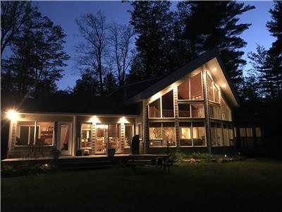 NEW LISTING! LAKEFRONT COTTAGE MINUTES TO BON ECHO PROVINCIAL PARK