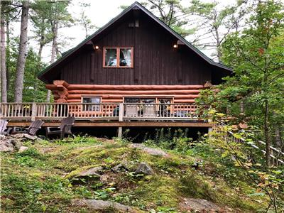 Woodhouse -- Scandinavian white pine log house, waterfront, 2 hours from Toronto