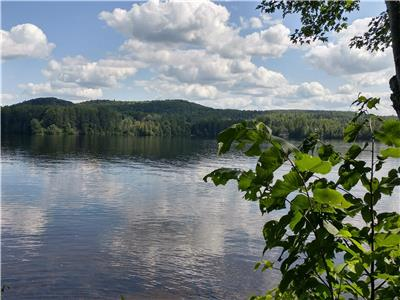 Peacefull escape on beautiful lakefront property, Long Lake, Combermere
