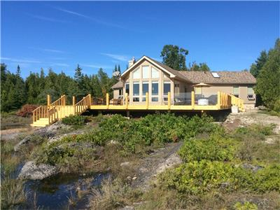 Tobermory: Valhalla on Huron Waterfront Vacation Home..a dream location!