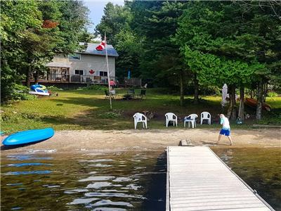 2.5-3 hrs from Toronto. Pets Welcome. Firepit, paddleboards, kayaks, canoe, firewood, Wifi included