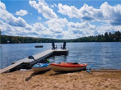 2.5-3 hrs from Toronto. Pets Welcome. Paddleboards, kayaks, canoe, firepit & firewood included. WIFI