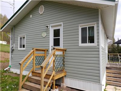 Sunset Cottage near Parrsboro, Nova Scotia on the Minas Basin. Affordable beach access.