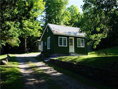 Maple Creek Cabins:Pine Cabin, A Short Walk to Kawagama Lake, Lake of Bays and the town of Dorset!