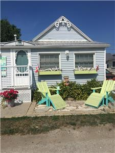 Talas Beach Cottage. Fun in the Sun by the Beach!