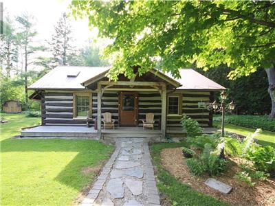 Black's Point Cottage -walking distance to Lake Huron!