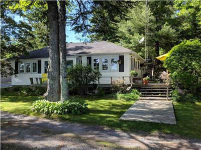 Two cottages for the price of one-Weekly, Weekend & Long Weekend rentals: Jack Lake, Apsley, Ontario