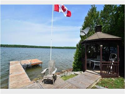 **NEW LISTING!!**  Mai-Fehr Lakehouse, Miller Lake ***WATERFRONT**KAYAKS & PEDAL BOAT INCLUDED!!)***