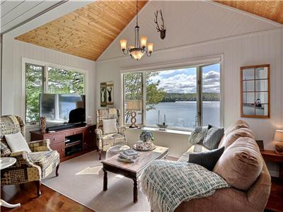The Hillside Retreat on beautiful Lac-Louisa N