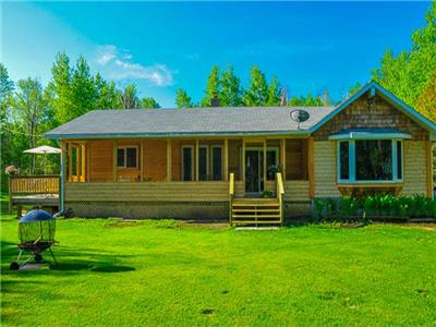 Beautiful Cedar House - Lakefrontage Facing Elk Island in Victoria Beach (Non-stricted)