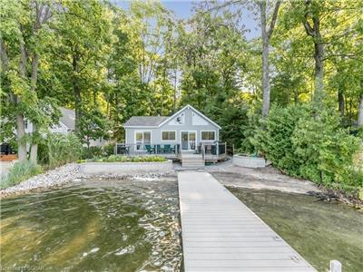 Farlain Lake Private Waterfront Cottage ***Now booking 2019***