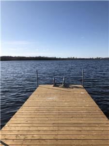 Samira's Serenity: Large waterfront property! Views! Nature! Sunsets!