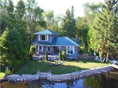 Sturgeon Lake Cottage & Bunkie - lakefront, private dock, linens & towels included, free Wifi