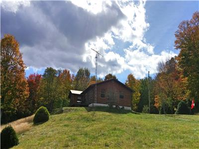 Muskoka Log Cabin with Trails - linens & towels included, free Wifi