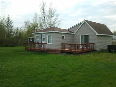 CLEAN COTTAGE IN CAISSIE CAPE NEAR SHEDIAC 2 MIN WALK TO PRIVATE BEACH