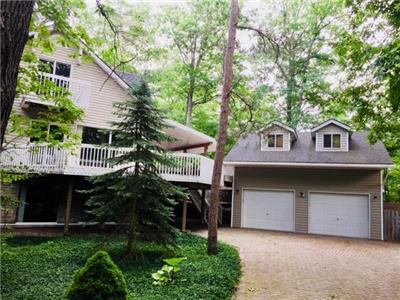 Large Family Cottage in Southcott Pines, GrandBend