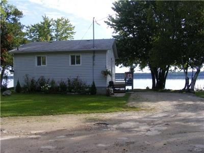 2 Bedroom waterfront cottage located on Mississippi Lake