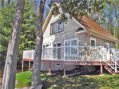 Beautiful Muskrat Lake Waterfront Cottage - Four Season - Come and Unwind!