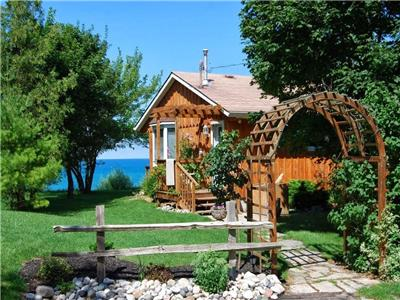 The Bayview, Lake-front Cottage, Lake Huron, end of a quiet street between Grand Bend and Bayfield