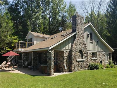 Stonewood Lodge: Your ultimate lakefront Goderich cottage vacation!